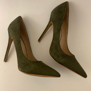 Shoe Republic LA Green Pumps